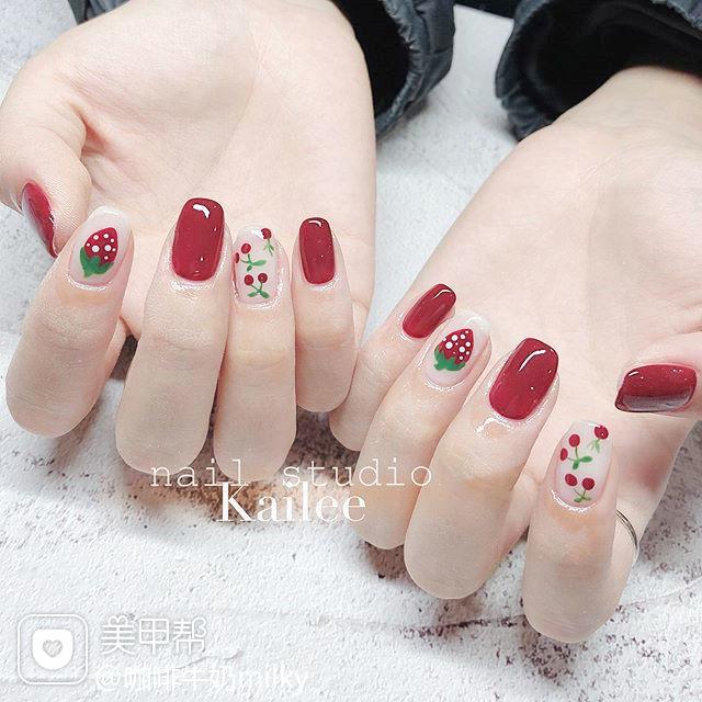 方圆形红色裸色手绘樱桃水果草莓美甲图片