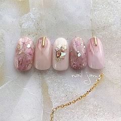 圆形粉色贝壳片金箔干花美甲图片