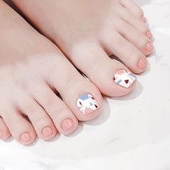 脚部裸色白色手绘几何简约想学习这么好看的美甲吗?可以咨询微信mjbyxs3哦~美甲图片