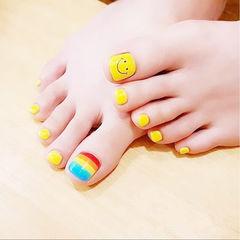 脚部黄色红色蓝色笑脸彩虹夏天美甲图片