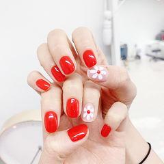 方圆形红色白色手绘花朵新娘想学习这么好看的美甲吗?可以咨询微信mjbyxs3哦~美甲图片