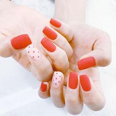 方圆形红色白色波点磨砂美甲图片