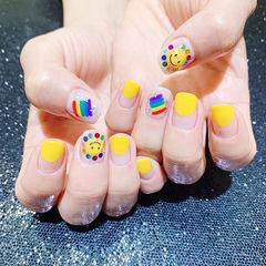 方圆形黄色圆法式彩虹笑脸亮片美甲图片