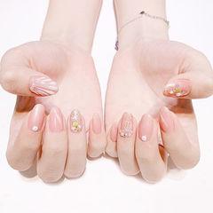 圆形粉色贝壳猫眼金属饰品简约想学习这么好看的美甲吗?可以咨询微信mjbyxs3哦~美甲图片