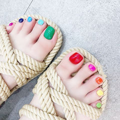 脚部红色蓝色绿色黄色跳色夏天美甲图片