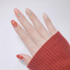 圆形橙色裸色钻简约跳色想学习这么好看的美甲吗?可以咨询微信mjbyxs3哦~美甲图片