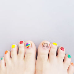 脚部红色绿色黄色手绘彩虹跳色夏天想学习这么好看的美甲吗?可以咨询微信mjbyxs3哦~美甲图片