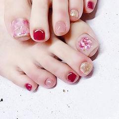 脚部红色金色粉色晕染贝壳片跳色想学习这么好看的美甲吗?可以咨询微信mjbyxs3哦~美甲图片