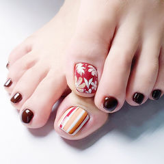 脚部棕色红色手绘花朵条纹想学习这么好看的美甲吗?可以咨询微信mjbyxs3哦~美甲图片