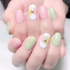 圆形粉色绿色白色晕染跳色夏天想学习这么好看的美甲吗?可以咨询微信mjbyxs3哦~美甲图片