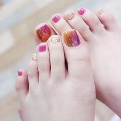 脚部粉色金色竖形渐变想学习这么好看的美甲吗?可以咨询微信mjbyxs3哦~美甲图片