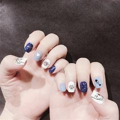 方圆形蓝色白色手绘猫咪可爱想学习这么好看的美甲吗?可以咨询微信mjbyxs3哦~美甲图片