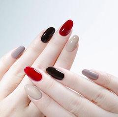 圆形黑色红色裸色跳色想学习这么好看的美甲吗?可以咨询微信mjbyxs3哦~美甲图片