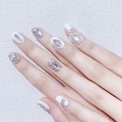 圆形白色银色钻想学习这么好看的美甲吗?可以咨询微信mjbyxs3哦~美甲图片