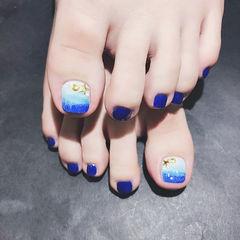 脚部蓝色渐变手绘夏天想学习这么好看的美甲吗?可以咨询微信mjbyxs3哦~美甲图片