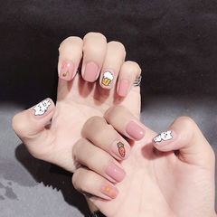 方圆形粉色白色手绘猫咪可爱想学习这么好看的美甲吗?可以咨询微信mjbyxs3哦~美甲图片