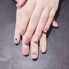 圆形粉色金色手绘想学习这么好看的美甲吗?可以咨询微信mjbyxs3哦~美甲图片