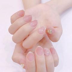 圆形粉色贝壳片简约上班族短指甲想学习这么好看的美甲吗?可以咨询微信mjbyxs3哦~美甲图片