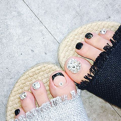 脚部黑色钻法式想学习这么好看的美甲吗?可以咨询微信mjbyxs3哦~美甲图片