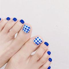 脚部蓝色格纹想学习这么好看的美甲吗?可以咨询微信mjbyxs3哦~美甲图片