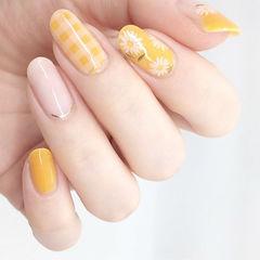圆形黄色裸色手绘雏菊格纹想学习这么好看的美甲吗?可以咨询微信mjbyxs3哦~美甲图片