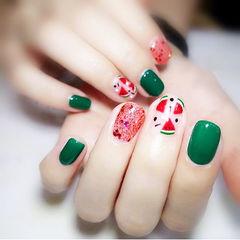 方圆形红色绿色手绘水果西瓜夏天想学习这么好看的美甲吗?可以咨询微信mjbyxs3哦~美甲图片