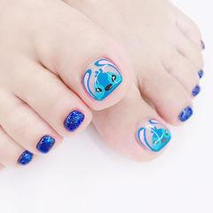 脚部蓝色手绘卡通可爱想学习这么好看的美甲吗?可以咨询微信mjbyxs3哦~美甲图片