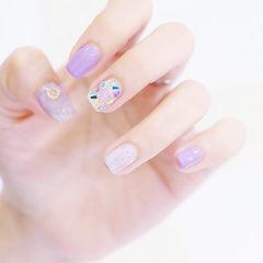方圆形紫色贝壳片想学习这么好看的美甲吗?可以咨询微信mjbyxs3哦~美甲图片