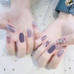圆形紫色银色贝壳片想学习这么好看的美甲吗?可以咨询微信mjbyxs3哦~美甲图片