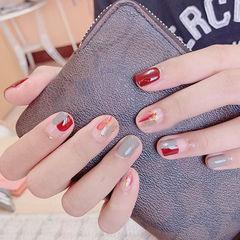 圆形红色灰色晕染金箔短指甲想学习这么好看的美甲吗?可以咨询微信mjbyxs3哦~美甲图片