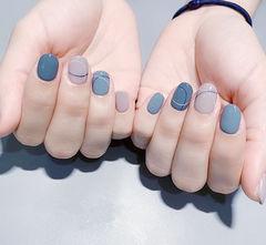 圆形蓝色灰色手绘线条想学习这么好看的美甲吗?可以咨询微信mjbyxs3哦~美甲图片