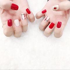 方圆形红色白色格子钻跳色想学习这么好看的美甲吗?可以咨询微信mjbyxs3哦~美甲图片