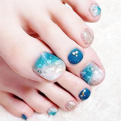 脚部蓝色银色贝壳片夏天想学习这么好看的美甲吗?可以咨询微信mjbyxs3哦~美甲图片