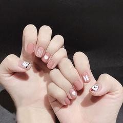 圆形豆沙色手绘心形可爱简约短指甲想学习这么好看的美甲吗?可以咨询微信mjbyxs3哦~美甲图片