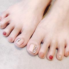 脚部红色金色裸色手绘花朵跳色想学习这么好看的美甲吗?可以咨询微信mjbyxs3哦~美甲图片