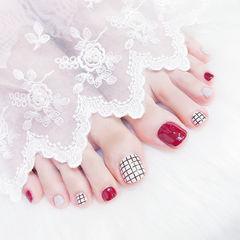 脚部红色白色格纹想学习这么好看的美甲吗?可以咨询微信mjbyxs6哦~美甲图片