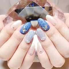 圆形蓝色银色白色手绘贝壳珍珠夏天想学习这么好看的美甲吗?可以咨询微信mjbyxs6哦~美甲图片