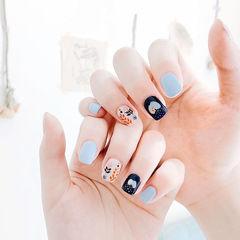 方圆形蓝色手绘可爱想学习这么好看的美甲吗?可以咨询微信mjbyxs6哦~美甲图片