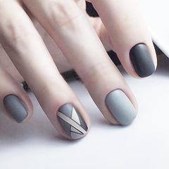 圆形黑色灰色手绘几何磨砂想学习这么好看的美甲吗?可以咨询微信mjbyxs6哦~美甲图片