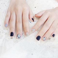 方圆形蓝色银色手绘花朵短指甲想学习这么好看的美甲吗?可以咨询微信mjbyxs6哦~美甲图片