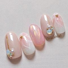 圆形粉色白色手绘碎玻璃珍珠钻美甲图片