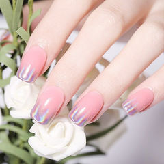 方圆形粉色银色镭射渐变想学习这么好看的美甲吗?可以咨询微信mjbyxs6哦~美甲图片