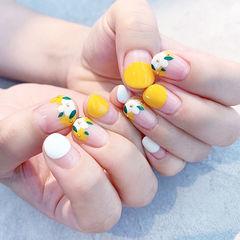 圆形黄色白色绿色手绘花朵圆法式想学习这么好看的美甲吗?可以咨询微信mjbyxs6哦~美甲图片