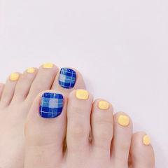 脚部蓝色黄色格纹想学习这么好看的美甲吗?可以咨询微信mjbyxs6哦~美甲图片