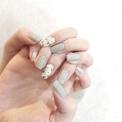 方圆形绿色白色手绘花朵想学习这么好看的美甲吗?可以咨询微信mjbyxs6哦~美甲图片