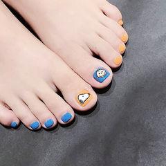 脚部蓝色橙色手绘卡通史努比可爱想学习这么好看的美甲吗?可以咨询微信mjbyxs6哦~美甲图片