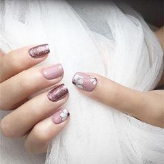 方圆形紫色白色手绘花朵想学习这么好看的美甲吗?可以咨询微信mjbyxs6哦~美甲图片