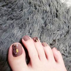 脚部棕色金属饰品想学习这么好看的美甲吗?可以咨询微信mjbyxs6哦~美甲图片