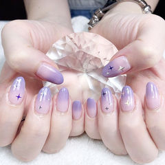 圆形紫色亮片渐变想学习这么好看的美甲吗?可以咨询微信mjbyxs6哦~美甲图片