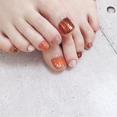 脚部橙色棕色裸色碎玻璃跳色想学习这么好看的美甲吗?可以咨询微信mjbyxs6哦~美甲图片